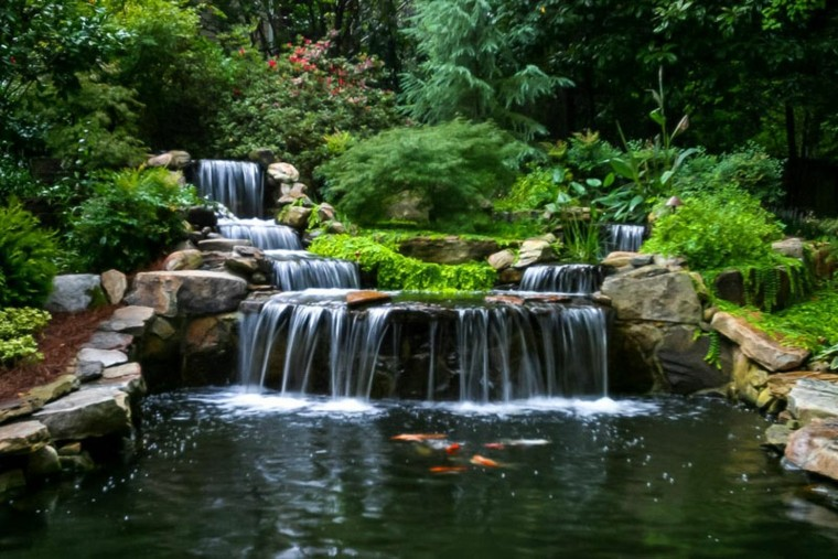 bonito-estanque-agua-cascada (1)